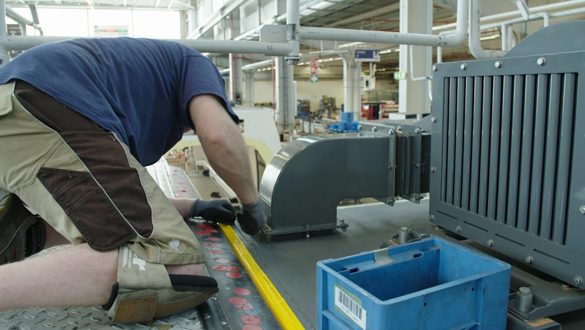 Hệ thống thông hơi in 3D tùy chỉnh được sản xuất bởi Bombardier Transport sử dụng Máy in 3D Stratasys F900.