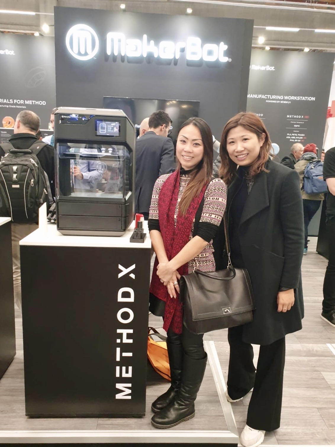 Ms. Sally Chuen (L), Applications and Sales Manager at Creatz3D, with Ms. Icy Xie (R), Makerbot Sales and Business Director for Greater China and Southeast Asia, after signing an exclusive distributor agreement for sales of METHOD X in Singapore and Vietnam.