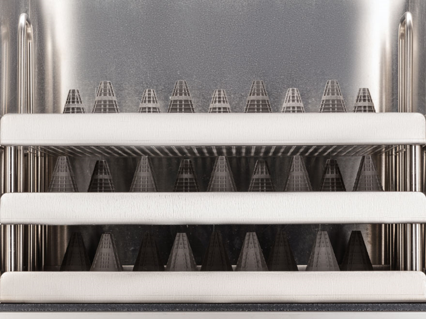 Sintering parts in a furnace